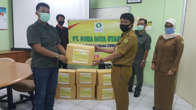 PT SOMA Karimun Sumbang Masker dan APD Bantu Penanganan COVID-19